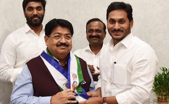 Mukesh Man Is YSRCP Candidate, Jagan's Style