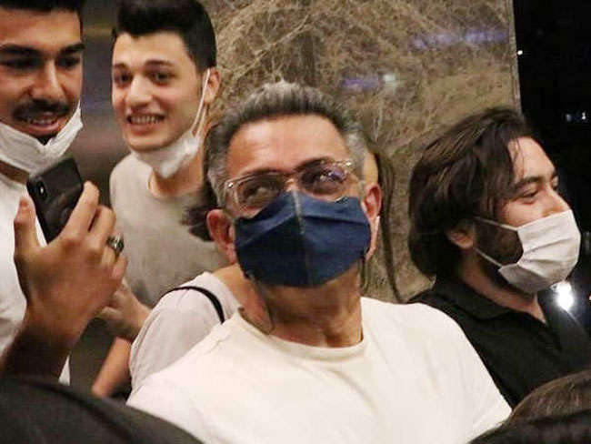 Bollywood Superstar Gets Mobbed In Turkey